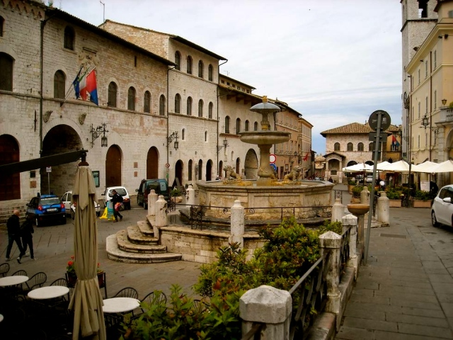 Piazza del Commune in Assisi